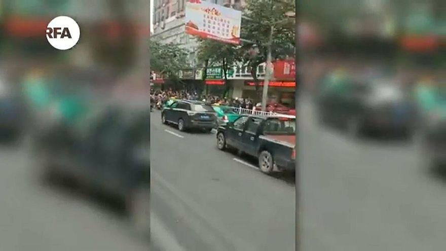 شاهد: مقتل خمسة وإصابة 21 في خطف حافلة في الصين