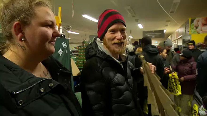 شاهد: محلات تجارية توزع مواد الغذاء مجانا في الدنمارك