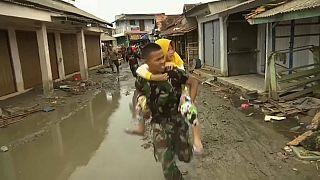 Indonésie : la crainte d'un nouveau tsunami crée la panique, la crise sanitaire menace