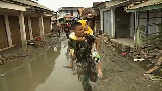 Video | Endonezya'da yanlış tsunami alarmı panik yarattı