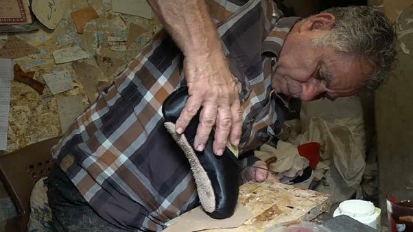 تعرف إلى عم محمود .. آخر حرفي يصنع أحذية الباليه في مصر