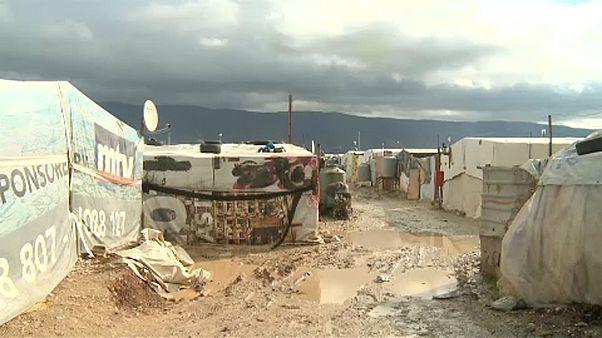 اللاجئون السوريون والشتاء في لبنان.. برد قارس وأمطار غزيرة وخيم مهترئة