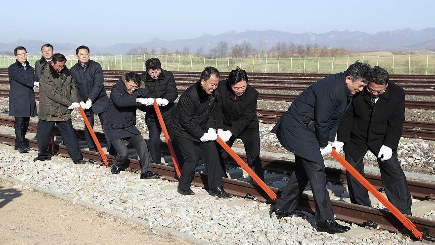 Kuzey ve Güney Koreli yetkililer sınırda bir araya geldi