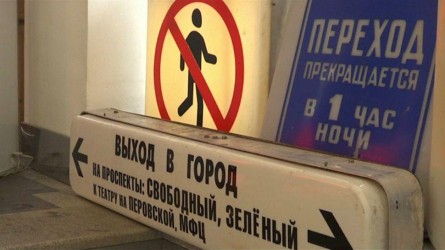 El metro de Moscú vende sus señales antiguas... y arrasa