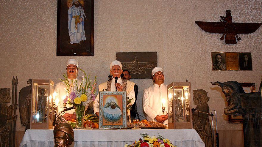 عکس از رویترز نمایی از مراسم زرتشتیان در سال ۲۰۰۳ در تهران