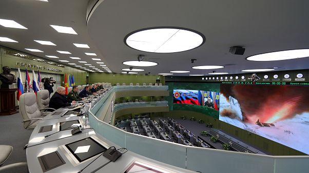 """Novo míssil hipersónico """"Avangard"""" testado sob o olhar atento de Putin"""