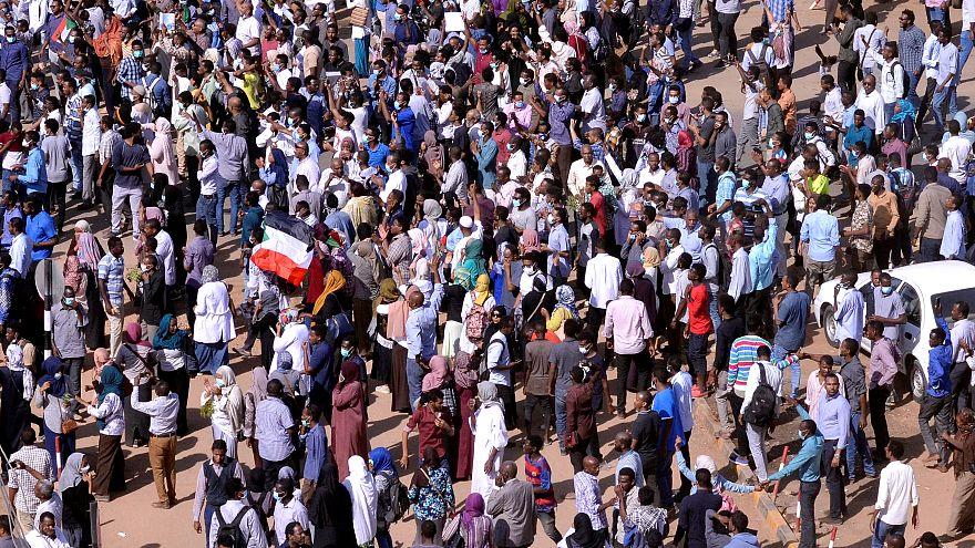 حزب مشارك في السلطة السودانية يدعو إلى التحقيق في مقتل متظاهرين