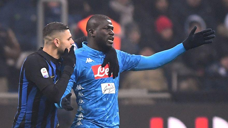 أنشيلوتي يهدد بانسحاب نابولي من الدوري الإيطالي بسبب العنصرية