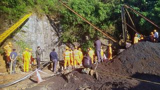 کورسوی امید برای نجات ۱۵ معدنچی هندی گرفتار