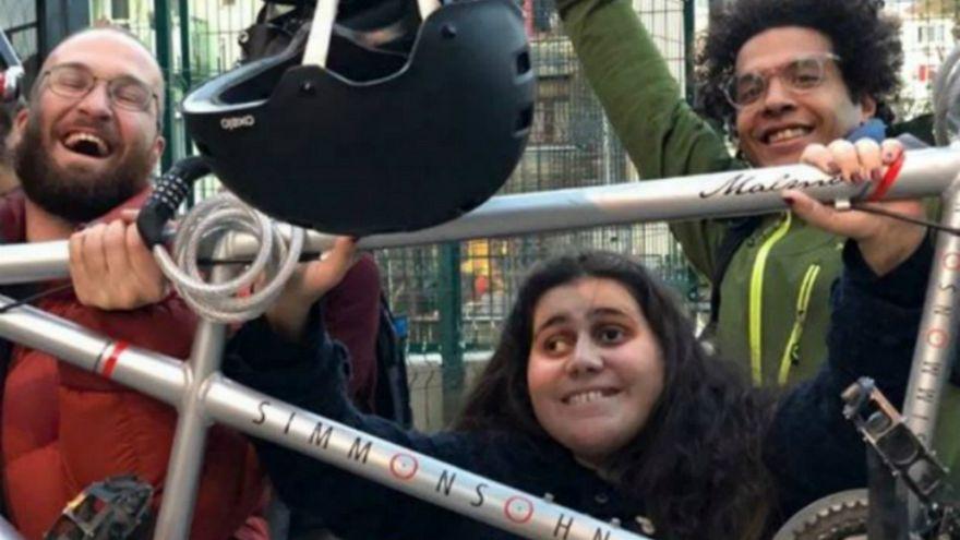 Video | Bisiklet sırtında Türkiye'ye gelen iki Fransız tandemlerini 'Engelsizlere' bağışladı