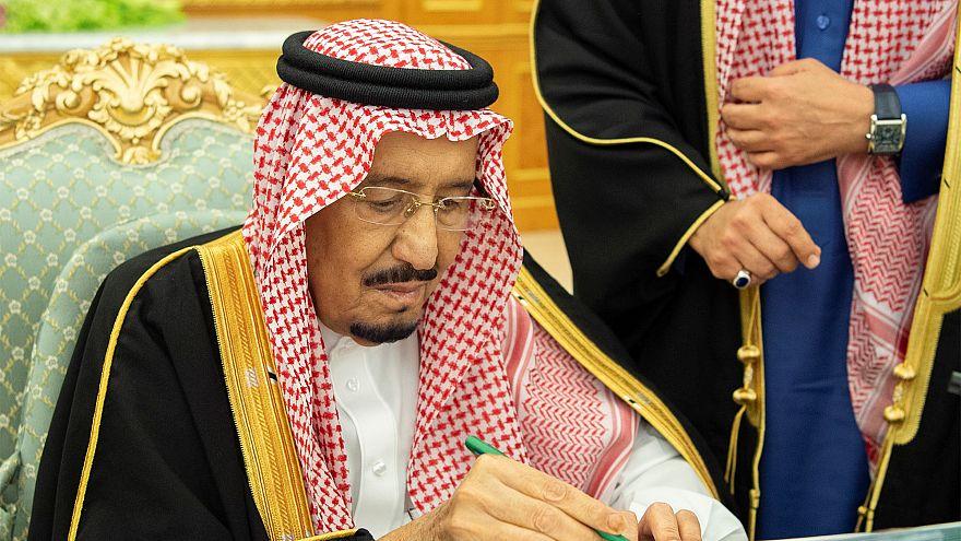 الملك سلمان يعيد تشكيل مجلس الوزراء وإبراهيم العساف وزيرا للخارجية