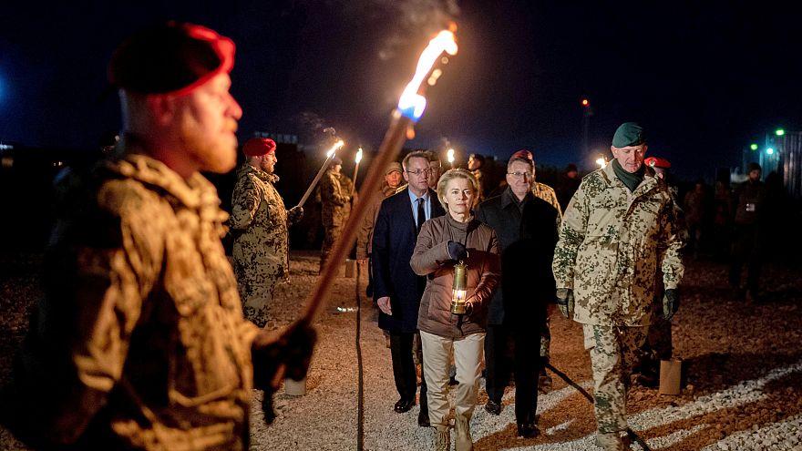 وزيرة الدفاع الألمانية في زيارة لمعسكر للجنود الألمان في أفغانستان