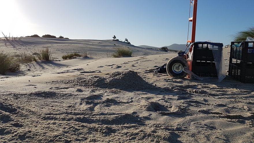 Furti di sabbia in Sardegna: 100 chili riportati a Porto Pino