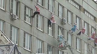 Moskova'da hastanede tedavi gören çocuklara Noel Baba sürprizi