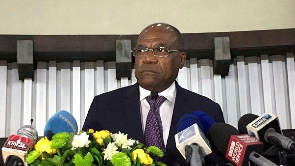 KDC Dışişleri Bakanı Leonard She Okitundu