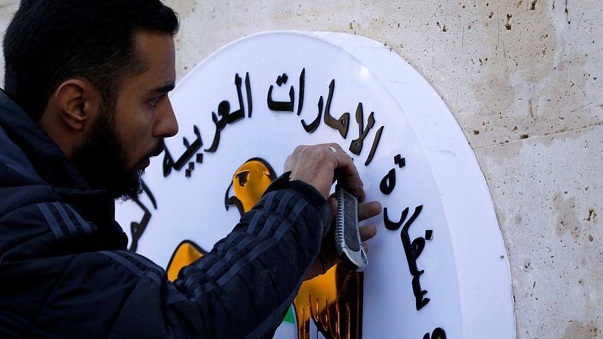 Gli Emirati Arabi riaprono l'ambasciata a Damasco