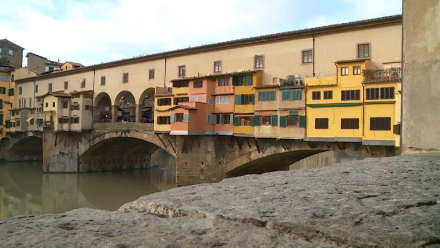 Firenze, furgone danneggia colonna del Corridoio Vasariano