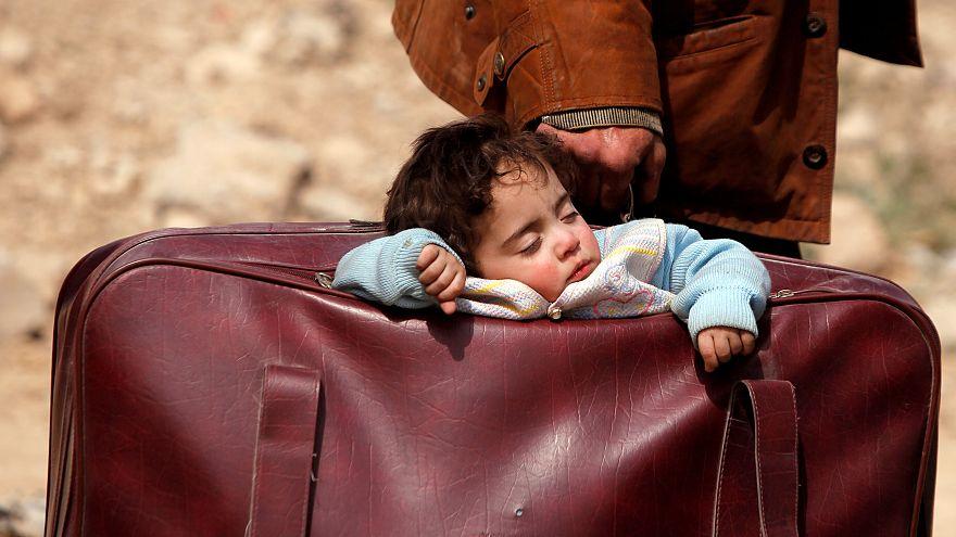 Suriye'nin Doğu Guta kentindeki çatışmalardan kaçan bir aile