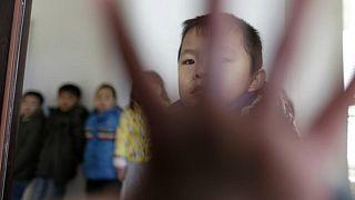 چین؛ هجده ماه زندان برای مربی مهد به دلیل تنبیه سوزنی کودکان