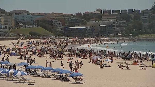 موجة حر شديدة تجتاح أستراليا والسكان يهربون إلى الشواطئ