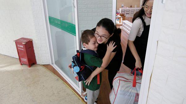 الحكم بسجن معلمة روضة في الصين 18 شهراً بتهمة إساءة معاملة الأطفال