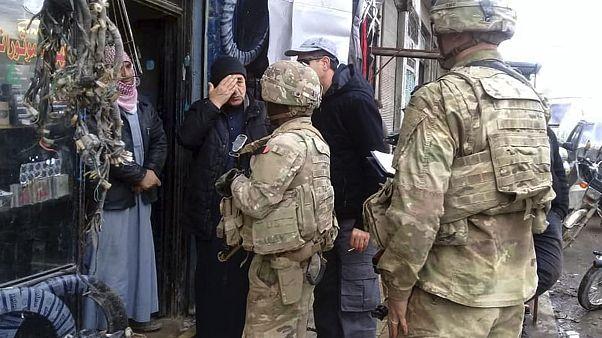 A kurdok átadták Manbidzsot a szíriai hadseregnek