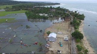 Chuvas dificultam trabalhos em áreas afetadas por tsunami na Indonésia
