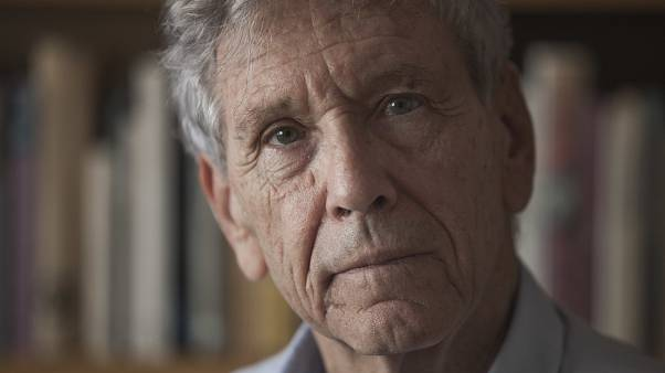 İsrail'in barış yanlısı aktivisti yazar Oz hayatını kaybetti