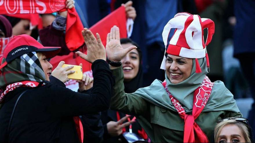استاد حوزه علمیه قم به یورونیوز: ورود زنان به ورزشگاهها به زودی آزاد میشود