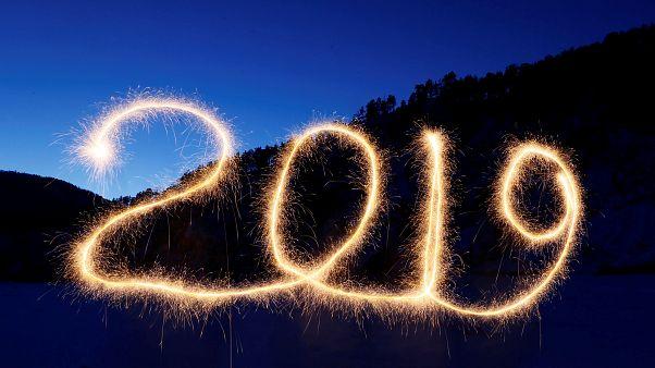 Boldog új évet kíván az euronews 12 nyelvű csapata