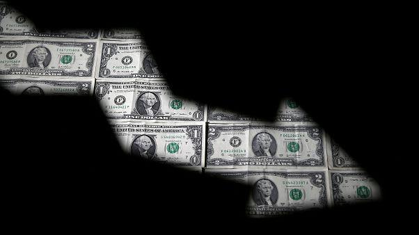 حصة الدولار الأمريكي في الاحتياطيات العالمية تبلغ أدنى مستوى لها في نحو 5 سنوات