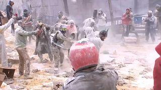شاهد: الفوضى والطحين يحكمان بلدة إسبانية نهاراً كاملاً