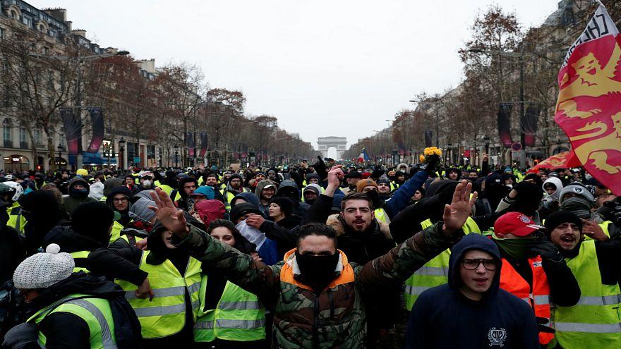 """للأسبوع السابع.. """"السترات الصفراء"""" في ساحات مدن فرنسا وسط تعزيزات أمنية"""