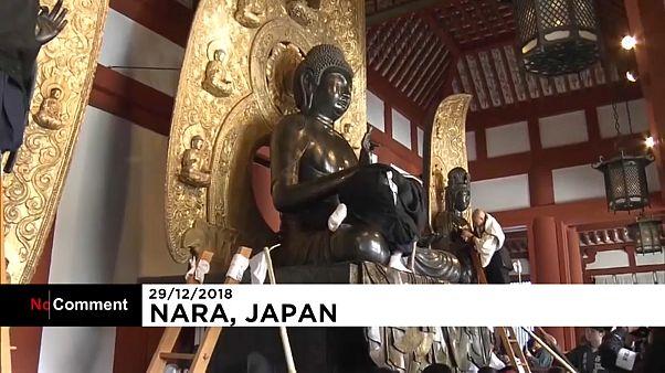 Nettoyage de fin d'année au temple de Yakushiji