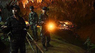 """بريطانيا تكرّم مواطنيها الذين شاركوا في إنقاذ """"أطفال الكهف"""" بتايلاند"""