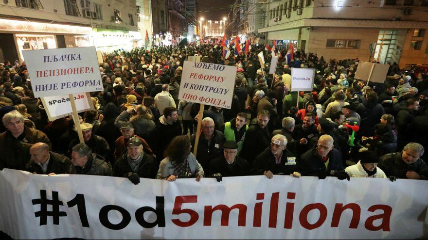50 mil pessoas exigiram liberdade de imprensa e eleições justas na Sérvia