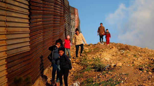 Trump culpa democratas pela morte das crianças na fronteira