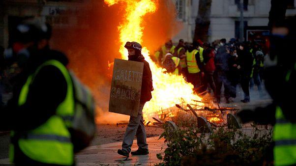 Fransa'da Sarı Yelekliler'den medyaya tepki: İşbirlikçi gazeteciler