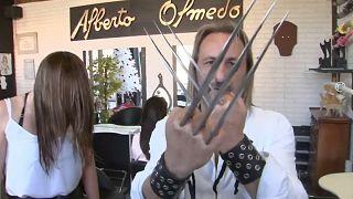 """Alberto Olmedo também corta cabelo usando a técnica do """"Wolverine"""""""