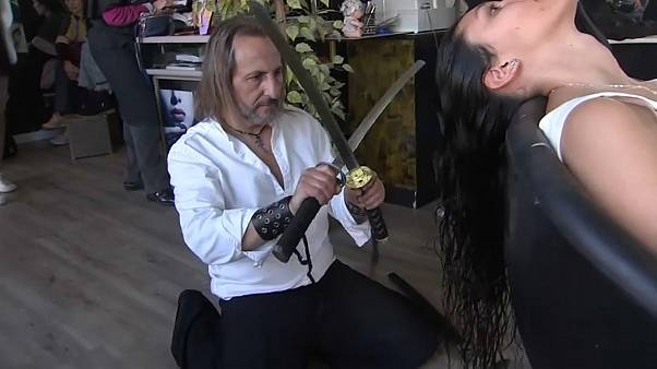 'Ninja' kuaför: Harakiri kılıcı ile saç kestirmek ister misiniz?