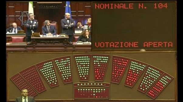 """Italie : le premier """"budget du peuple"""" adopté et contesté"""