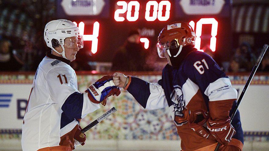 Putin als Torjäger: Fünf Volltreffer beim Eishockey auf Rotem Platz