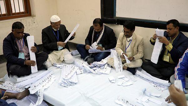 Bangladeş'te seçimlerin ardından oy sayımı sürüyor