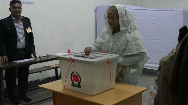 Voto in Bangladesh, vince premier Hasina. Scontri e morti