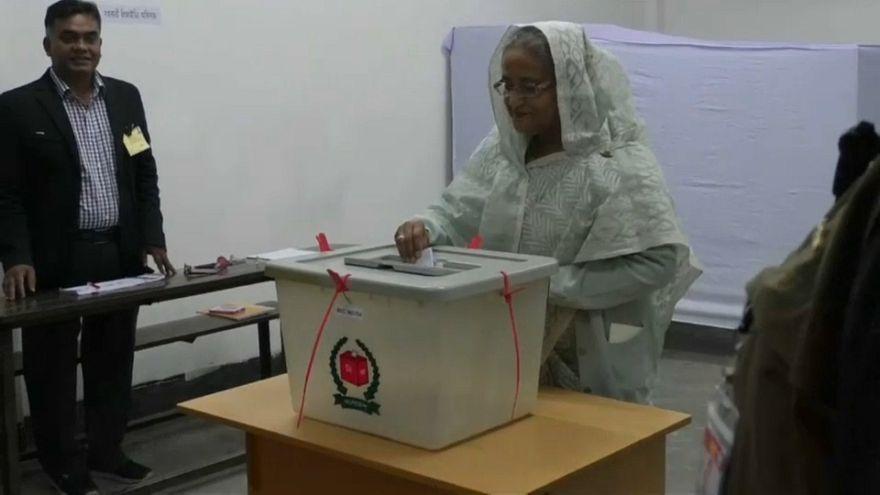 96%-os kormánypárti győzelem és erőszak a bangladesi választáson