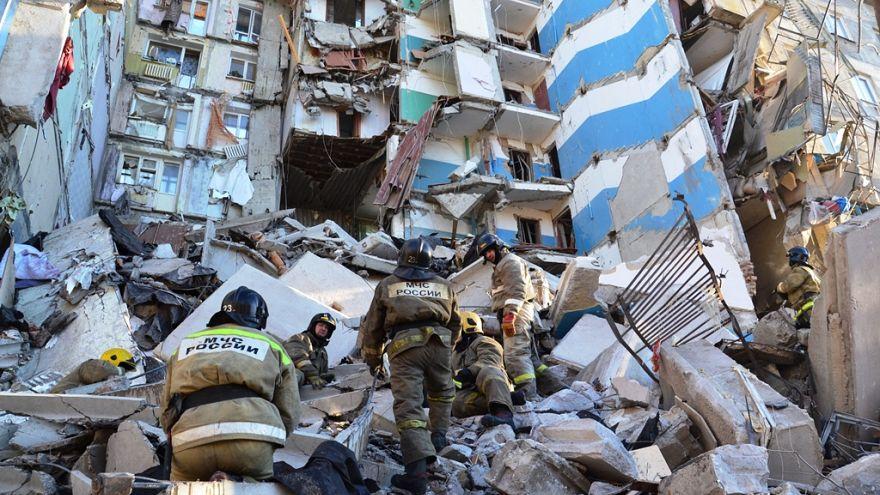 Взрыв в жилом доме в Магнитогорске, есть жертвы