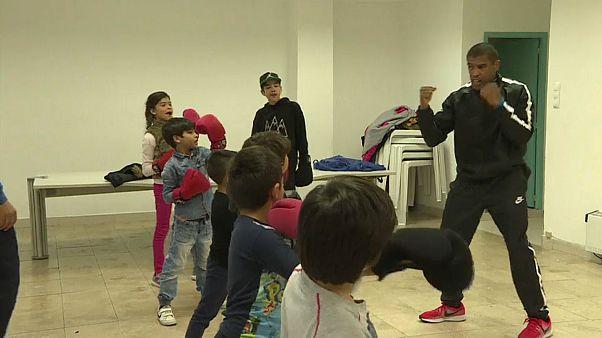 Jorge Pina ensina boxe no Bairro Afredo Bensaúde, em Lisboa