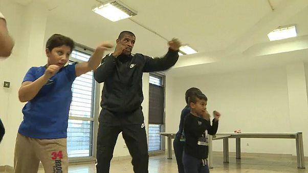 Ancien boxeur devenu aveugle, il aide les enfants défavorisés