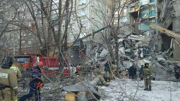 انهيار العقار السكني في روسيا: 7 قتلى على الأقل وعشرات المفقودين