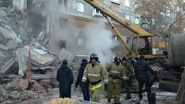 Decenas de desaparecidos tras el desplome de un edificio en Rusia